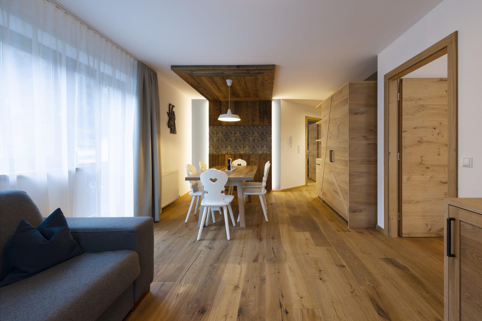 Sepp-und-Hannis-Ferienwohnung-Neustift-Suite-Glueckswiesn-Wohnbereich